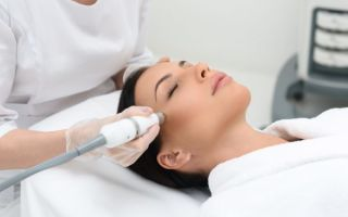Удаление растяжек лазером или операционно — есть ли шанс сделать кожу ровной?
