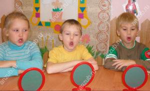 Почему у ребенка адентия или появляются сверхкомплектные зубы, что делать?