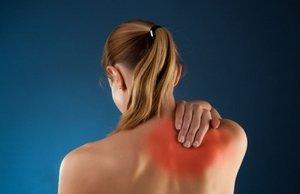 Причины боли под правой лопаткой со спины сзади - что может быть