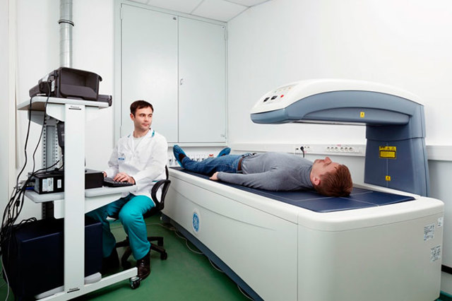 Денситометрия для определения плотности кости – этапы выполнения и рекомендации пациентам