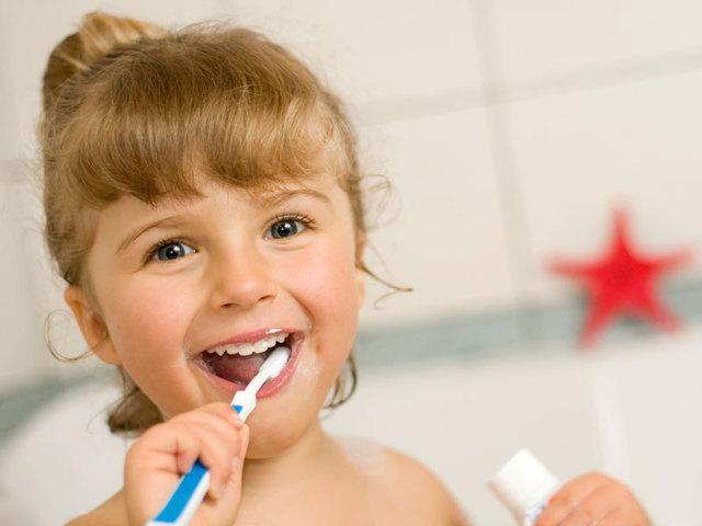 Когда впервые ведут ребенка к стоматологу - график посещения зубного врача детьми
