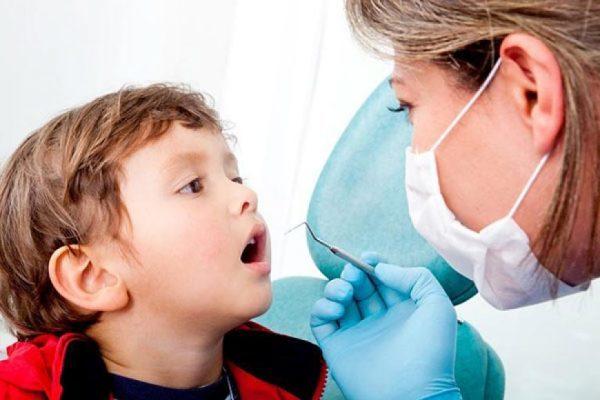 Показания к удалению зубов у детей: молочных и постоянных