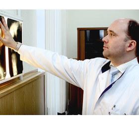 Профессор С.В. Виссарионов лечит травмы и заболевания позвоночника у детей