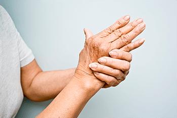 Дрожание рук – физиологическая норма или настораживающий симптом?