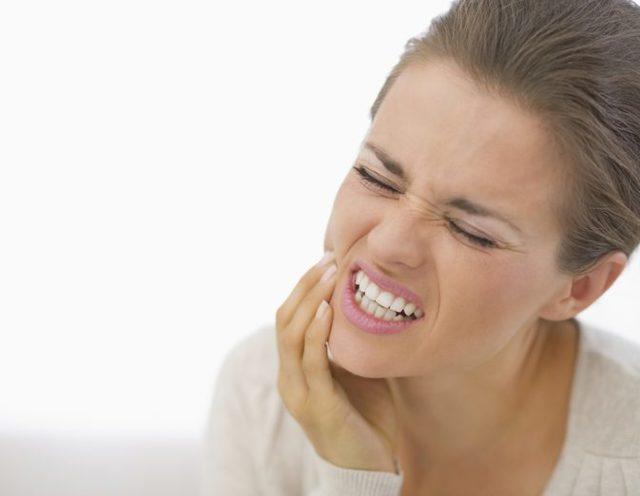 Как выполняют сложное удаление зуба и сколько болит десна и зуб после удаления