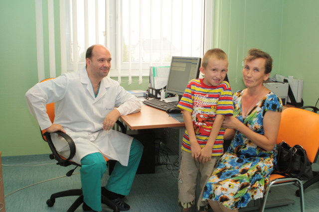 Профессор Виссарионов оперирует детей с травмами и патологией позвоночника