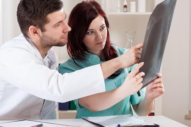 Синдром острого живота – причины, симптомы и первая помощь при подозрении на острый живот