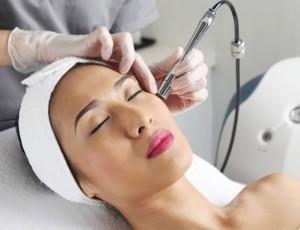 Лазерная шлифовка лица – показания и противопоказания, процедура лазерного пилинга