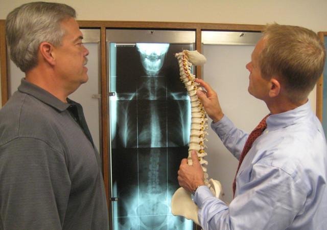 Признаки и симптомы межпозвоночной грыжи – диагностика, показания к операции