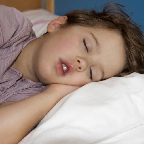 Причины бруксизма у детей и взрослых – почему человек начинает скрежетать зубами ночью во сне или днем?