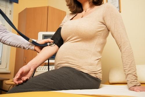 Лечение болей в животе при беременности и показания к операции
